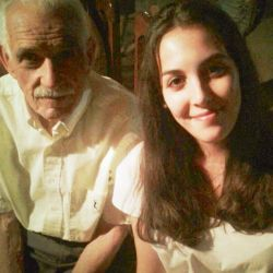El abuelo de Fabiola Yañez, Julio Salvarredi, con su media hermana Guadalupe.  | Foto:cedoc