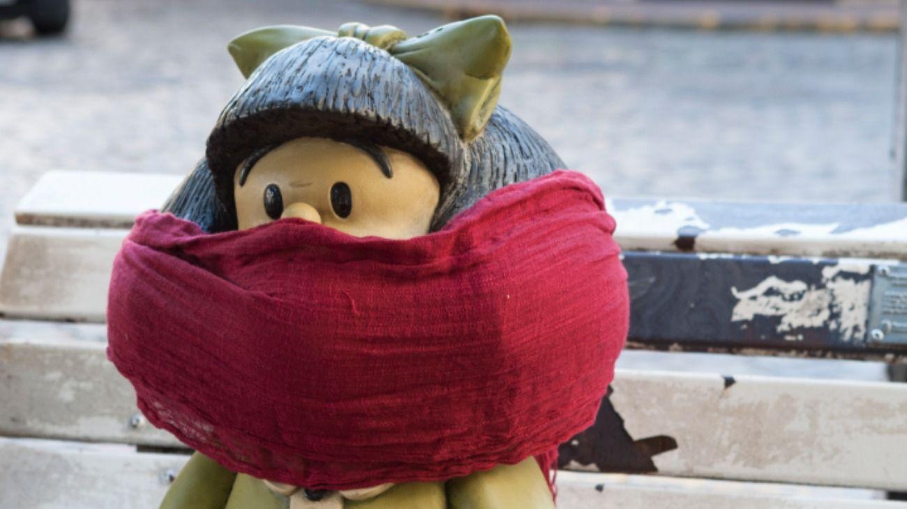 La escultura de Mafalda en San Telmo, amaneció así.