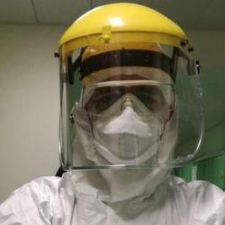 Así es el traje protector que usan los médicos italianos que atienden a los enfermos de Coronavirus.