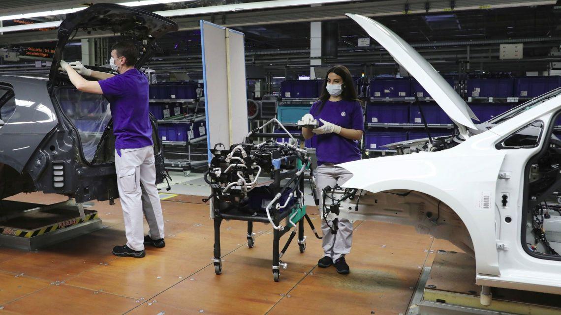 Volkswagen reinicia producción en algunas fábricas el 20 de abril