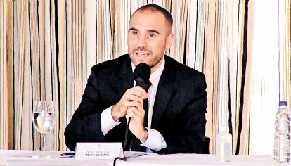 Guzman. El ministro anunciando la oferta a los acreedores.