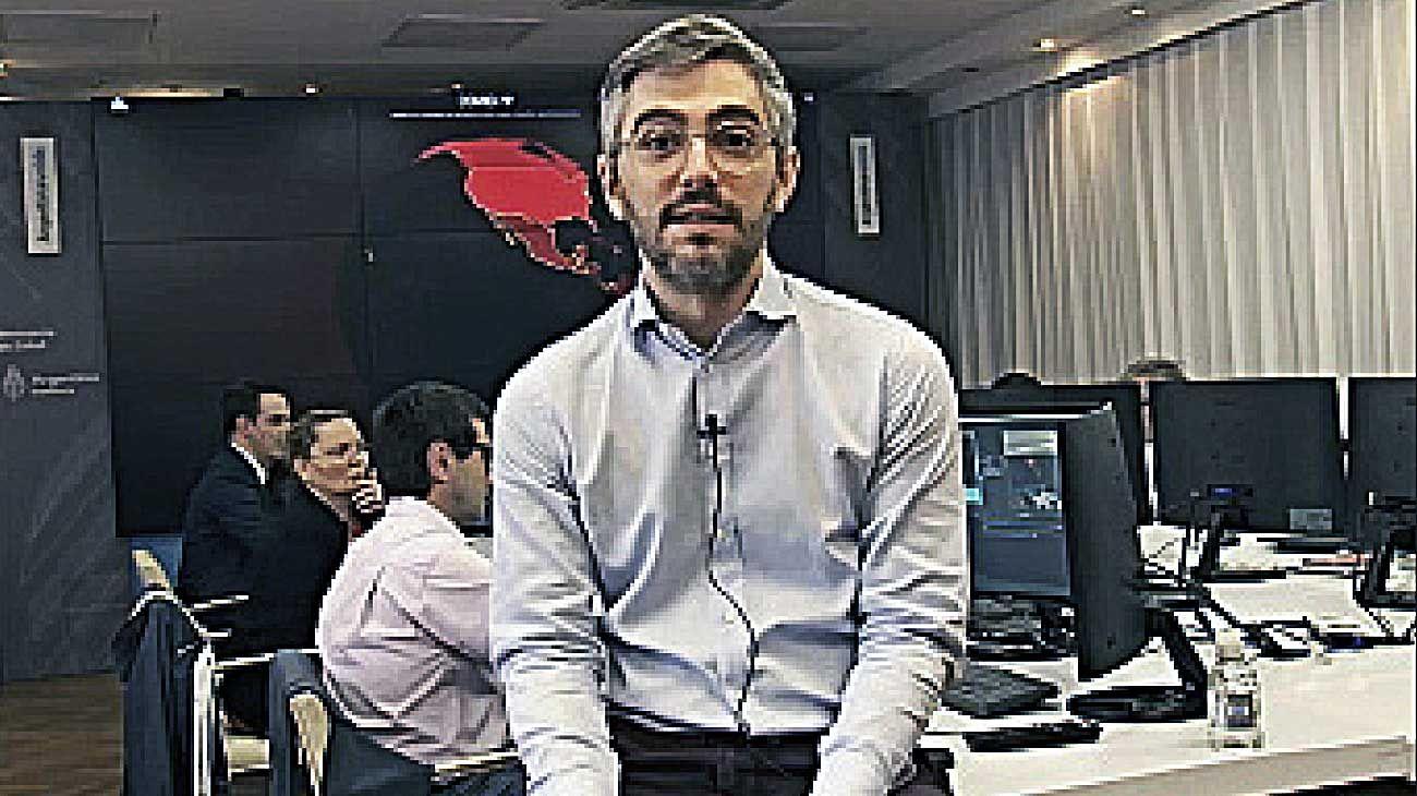 """Virtual. El cibersexo es seguro, pero """"hay que lavarse las manos"""", dijo el infectólogo José Barletta."""