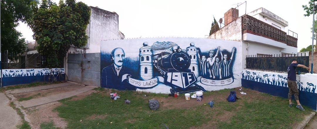 Tomás Lawson. El fundador de Talleres fue jugador de Blackburn Rovers y replicó los colores azul y blanco en el club cordobés. Un mural le rinde homenaje en barrio Jardín.
