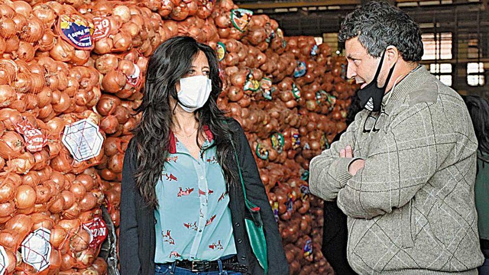 Recorrida. Paula Español, ayer, en el Mercado Central.