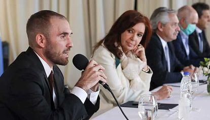 Momento. Guzmán, al presentar la oferta inicial a los acreedores.