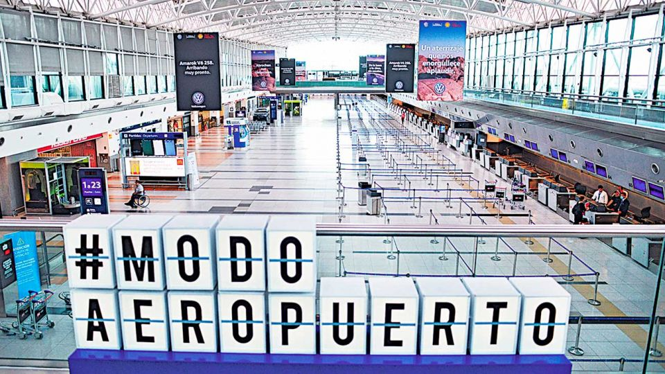 Vacio. La imagen que se repite en el aeropuerto de Ezeiza, adonde llegan uno o dos vuelos por día.