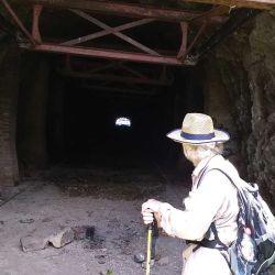 El Túnel, visto desde su salida, rumbo a la estación V del Cable carril.