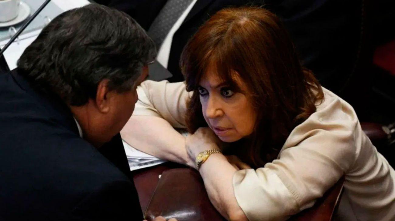 Cristina Kirchner recibe a José Mayans y Luis Naidenoff.