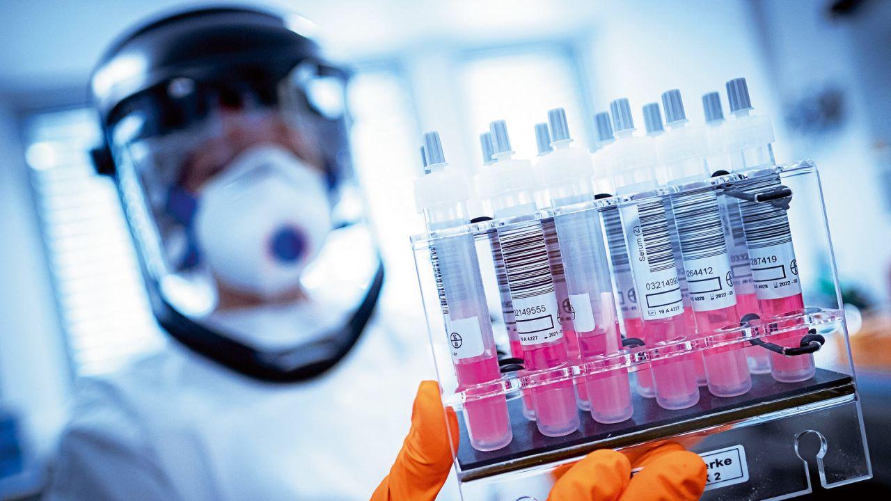 Científicos trabajando en un antídoto | Foto:cedoc