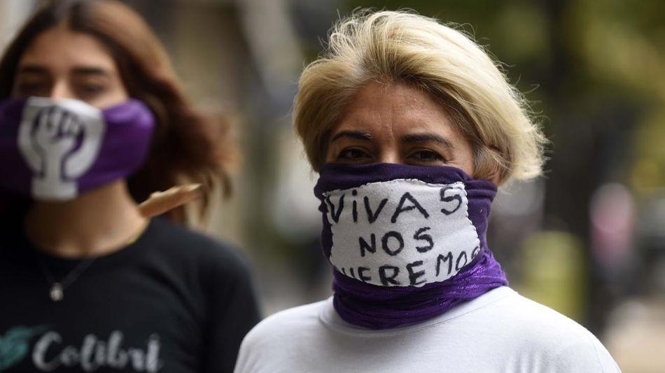 """La Plata: Partido Kolina en La Plata campaña """"barbijo feminista"""" visibilizar violencia y femicidios 20200422"""