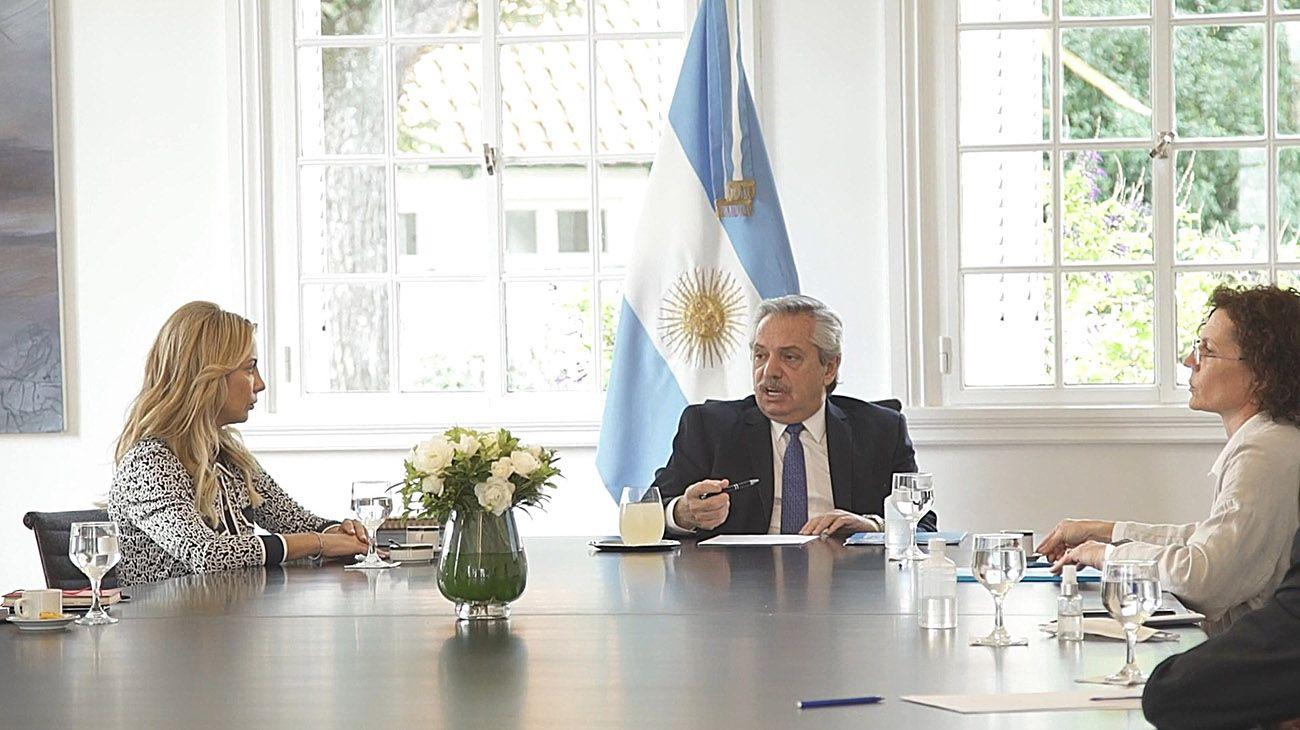 REUNION. Fernández recibió a las autoridades de Unicef que le presentaron un informe con datos preocupantes
