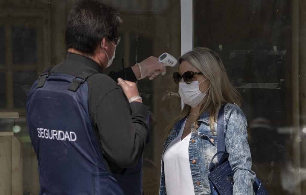 CHILE. El objetivo de los funcionarios de salud no es erradicar el coronavirus sino contenerlo, para permitir que los hospitales tengan capacidad para hacerle frente.
