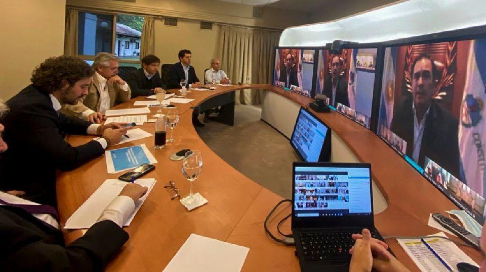 Alberto Fernández, en reunión con los gobernadores.
