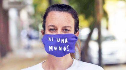 20200426_violencia_genero_barbijo_feminista_dekolina_telam_g