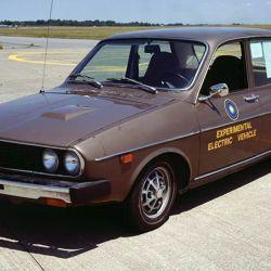 El cambio de un sistema naftero a uno eléctrico implicó que el Renault 12 pasara a pesar 1.429 kilos.