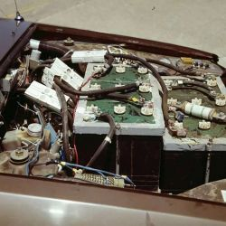 Contaba con una autonomía de entre 65 y 100 km por carga.