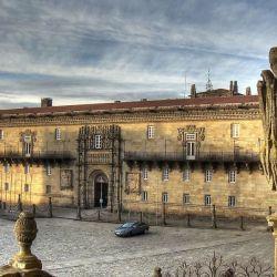 El hostal de los Reyes Católicos es uno de los más antiguos de España y está en Santiago de Compostela.