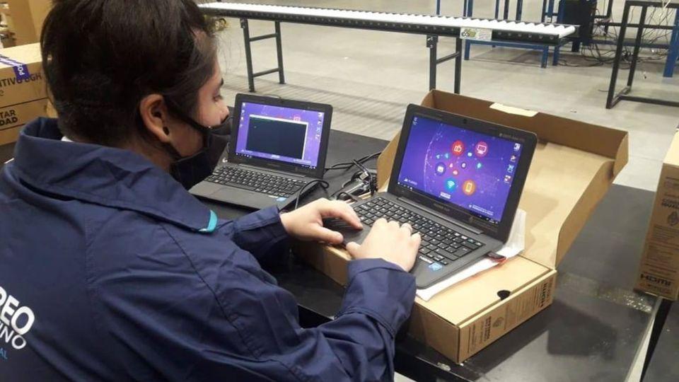 preparan las 135.000 netbooks y tablets que se distribuirán en el conurbano bonaerense