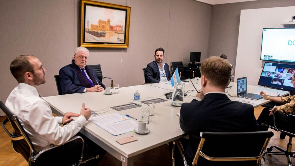 El ministro de Economía, Martín Guzmán, junto a su par de Salud, Ginés González García mantuvieron hoy una videoconferencia con directivos de la Unión Industrial Argentina