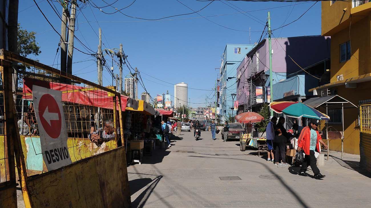 La ayuda alimentaria y los casos de coronavirus vienen en ascenso en los barrios vulnerables