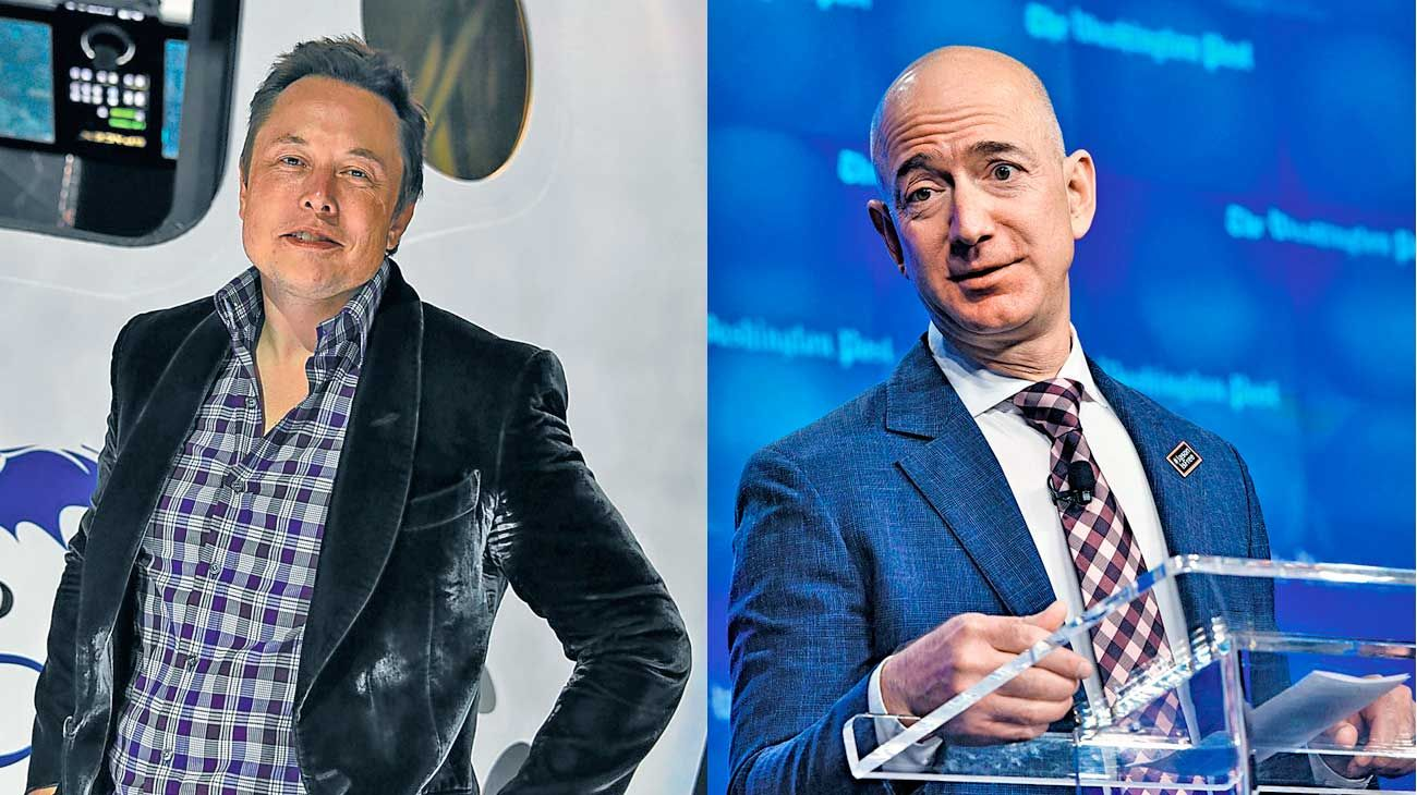 En pugna. Elon Musk (izq.) y Jeff Bezos (der.), pelean entre sí por ser quien llegue primero a la Luna.