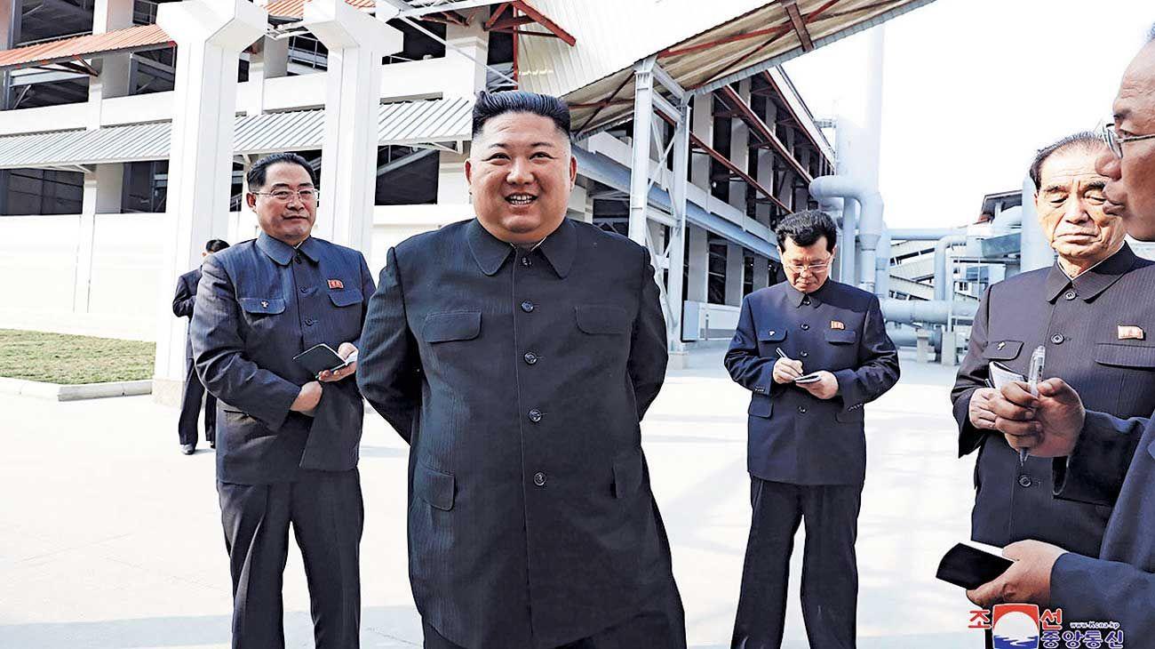 Paseando. La prensa del régimen dijo que lo recibieron con vítores.