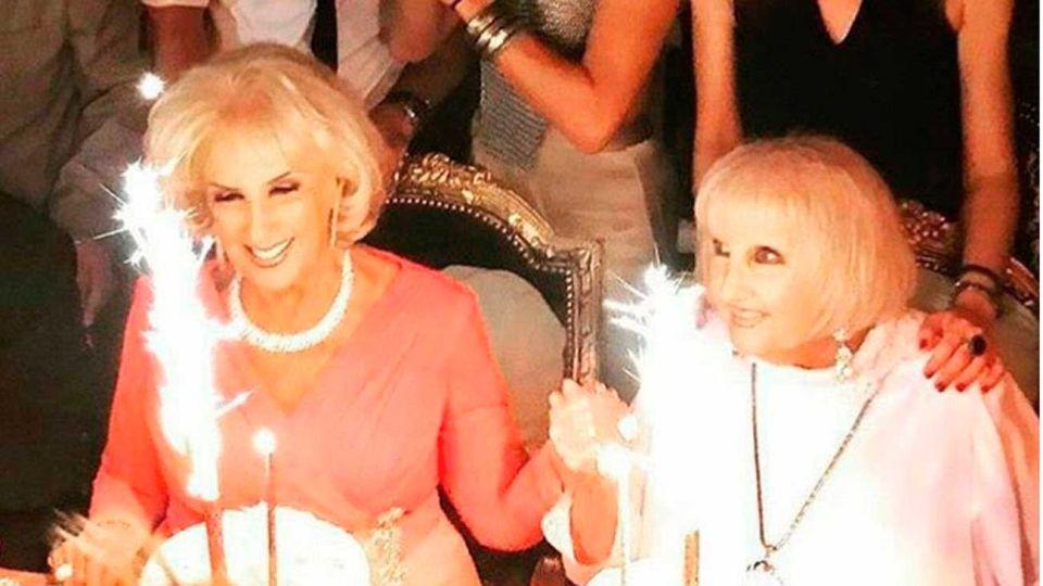 Celebración. La diva de los almuerzos junto a su hermana Goldie festejando su cumpleaños.