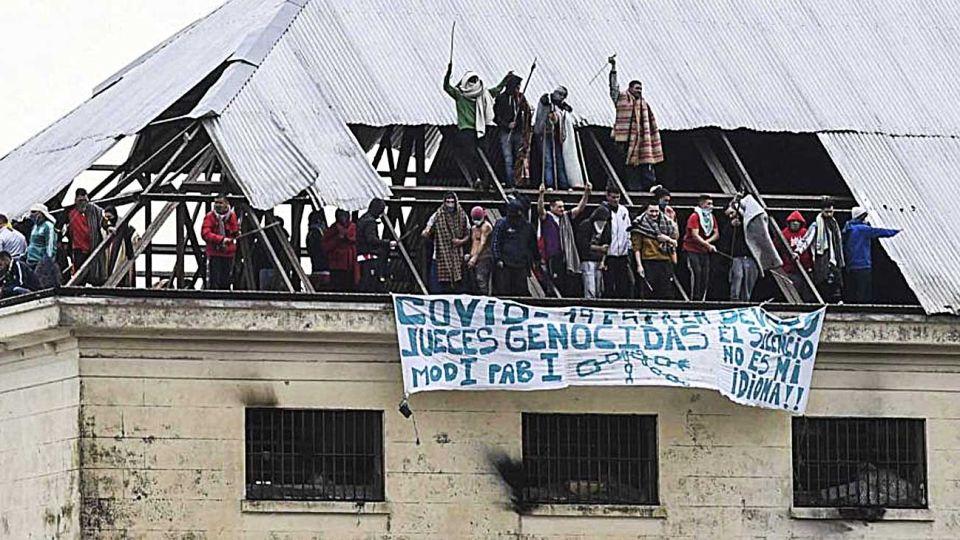 Protestas. Los reclusos de Villa Devoto encabezaron motines para exigir su libertad, y el jueves hubo cacerolazos en contra de las liberaciones.