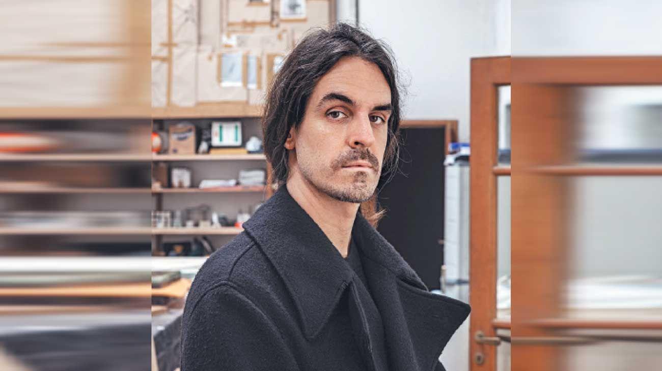 """Huffmann. """"La idea era hacer un libro híbrido. Me parecía más interesante darle al libro carácter de cosa"""", asegura el artista."""