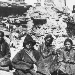 El Tíbet la fue llamando y se acercó a sus bordes en el monasterio Lachen.
