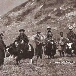 Durante la Primera Guerra Mundial, Alexandra y Yongden recorrieron Japón y Corea para cruzar luego toda China y el desierto de Gobi hasta Mongolia.
