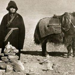 En su legendaria crónica la escritora cuenta que en la primera etapa formaron una caravana con un guía sherpa, dos monjas budistas y siete mulas.