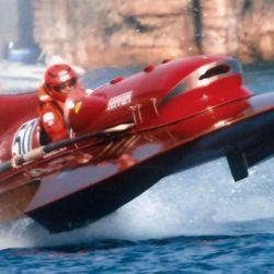 La búsqueda de nuevos desafíos llevó a la empresa a algo impensado, desarrollar un barco de carreras.