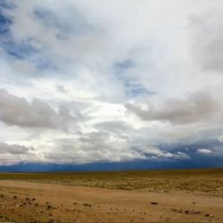 Marca de agua es un documental que busca explicaciones de por qué zonas húmedas se convirtieron en desiertos y casi siempre es por culpa de la acción del hombre.
