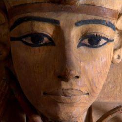 En Secretos de los Museos se aborda a lo largo de varios episodios datos poco conocidos de este tipo de instituciones en El Cairo, Florencia, Roma, París y otras ciudades.