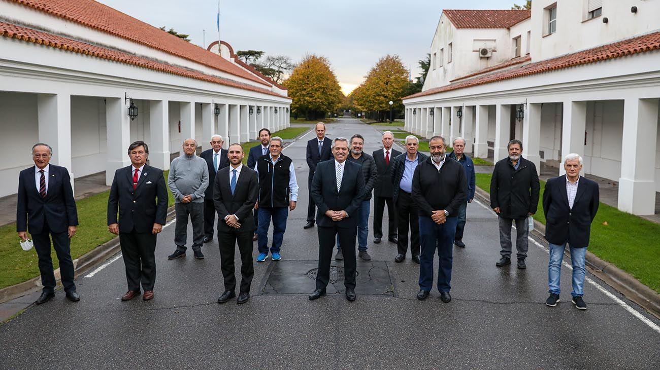 El presidente Alberto Fernández recibió el respaldo de empresarios y trabajadores para la renegociación de la deuda, en una reunión esta tarde en la Residencia de Olivos.