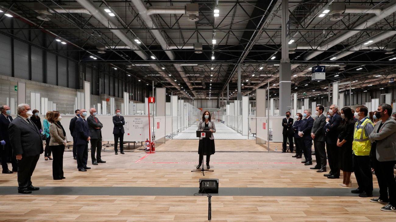 La presidenta regional de Madrid, Isabel Díaz Ayuso, dio un discurso en el cierre del inmenso hospital de campaña instalado a finales de marzo en IFEMA.