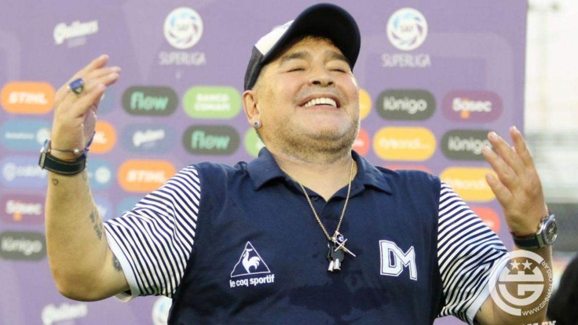 Pellegrino aseguró que Diego Maradona seguirá en Gimnasia