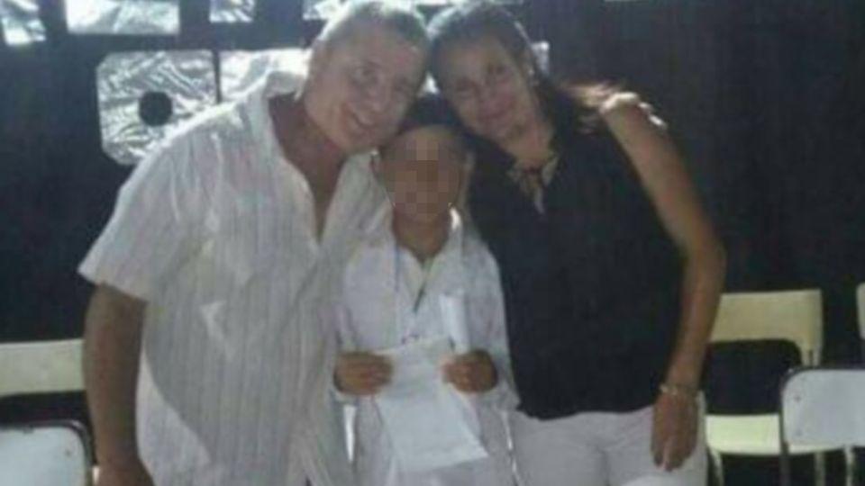 El presunto femicida, su mujer y uno de sus hijos en un acto escolar de diciembre del año pasado.