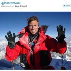 Primer tuit enviado desde la cima del Everest.