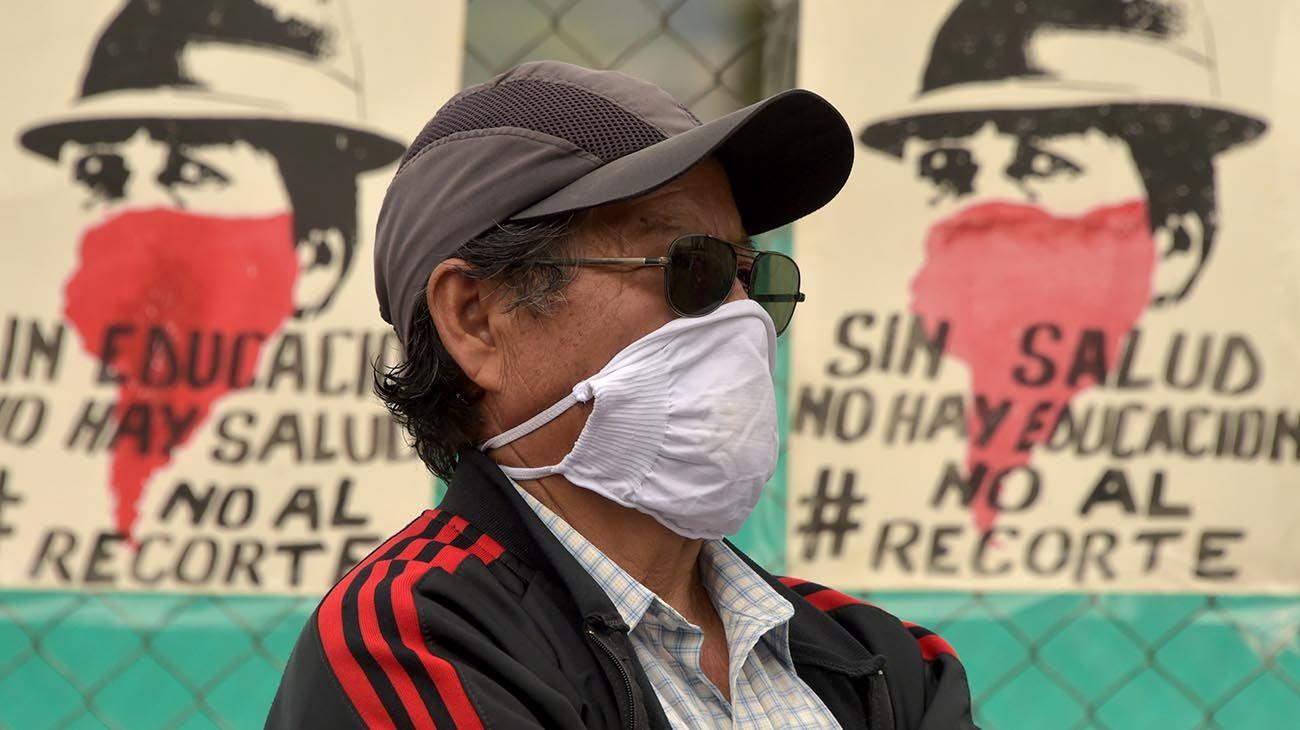 Protesta de estudiantes por recorte de presupuesto UNIVERSIDAD CENTRAL DE ECUADOR ,QUITO
