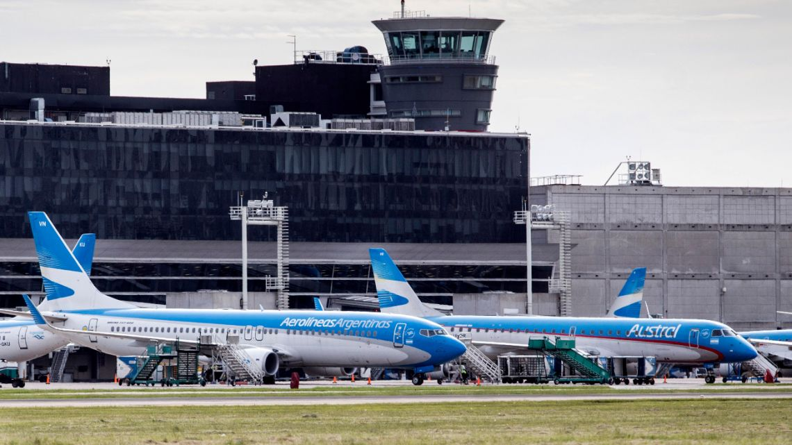 The president of Aerolineas Argentinas holding company, Pablo Ceriani, announced this Wednesday that he has taken the decision to merge the Aerolíneas and Austral brands to reduce operating costs in the midst of the phenomenal global air trade crisis.