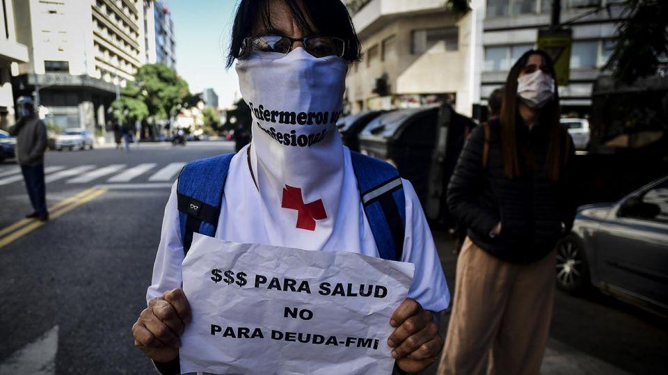 La izquierda, docentes y residentes de hospitales protestan contra la Emergencia Económica porteña 20200507
