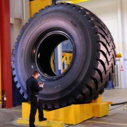 Puede rodar a una velocidad de 50 km/h soportando un peso de 100.000 kilos.
