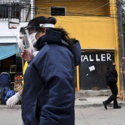 2020-05-05 - 17:18:00 hs.  Buenos Aires: Unas 24 personas fueron testeadas por coronavirus en el operativo ''casa por casa'' en el Barrio 31  Unas 24 personas fueron analizadas hoy con ssintomas de coronavirus en el Barrio 31 luego de que autoridades sanitarias portenas y de la Nacion comenzaron esta manana un operativo casa por casa para detectar nuevos casos en el barrio, donde ya se registraron 151 casos positivos y una muerte por Covid-19. | Foto:telam