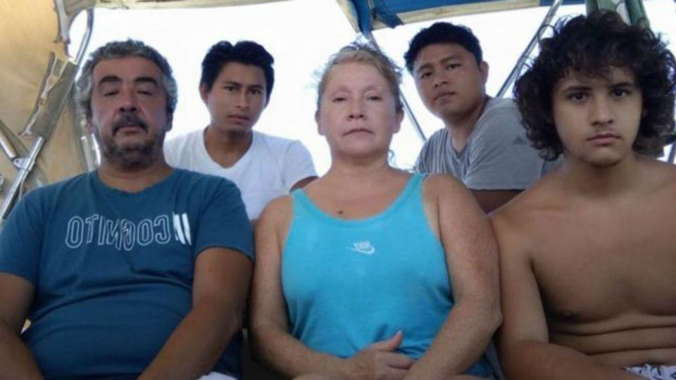 Las cinco personas atrapadas hace casi dos meses.