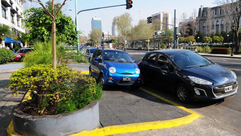 Autos mal Estacionados en la Ciudad