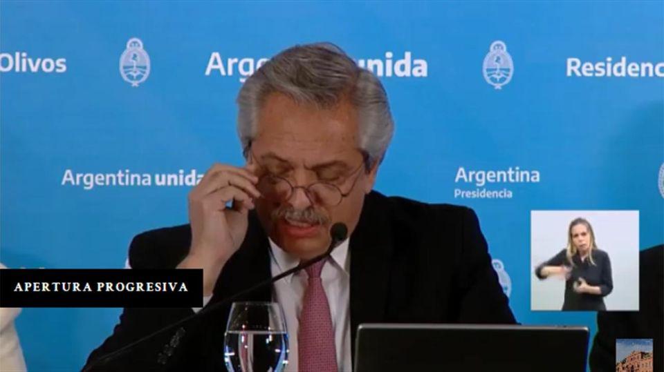 El Presidente acompañado por el jefe de Gobierno porteño, Horacio Rodríguez Larreta y por el gobernador bonaerense, Axel Kicillof. 20200508