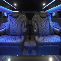 Se pueden agregar sistemas de entretenimiento de alta gama al vehículo.
