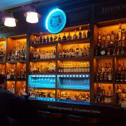 En el Museo se pueden elegir entre más de 600 etiquetas de whisky para degustar.